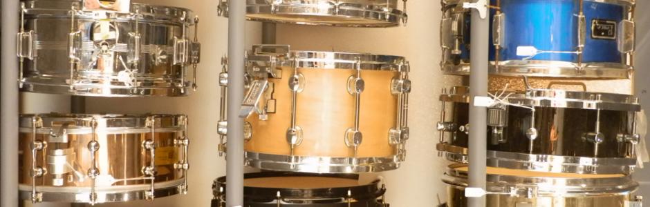 Stort udvalg af trommer og slagtøj
